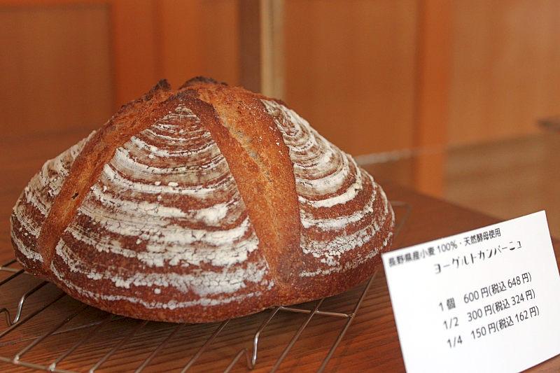 蔵の町のおいしいパン屋さん01