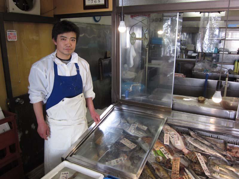 細かい気遣いで地域に愛される鮮魚店01